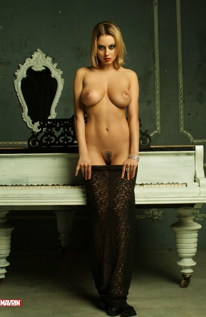 yuliya-mavrina-foto-eroticheskie